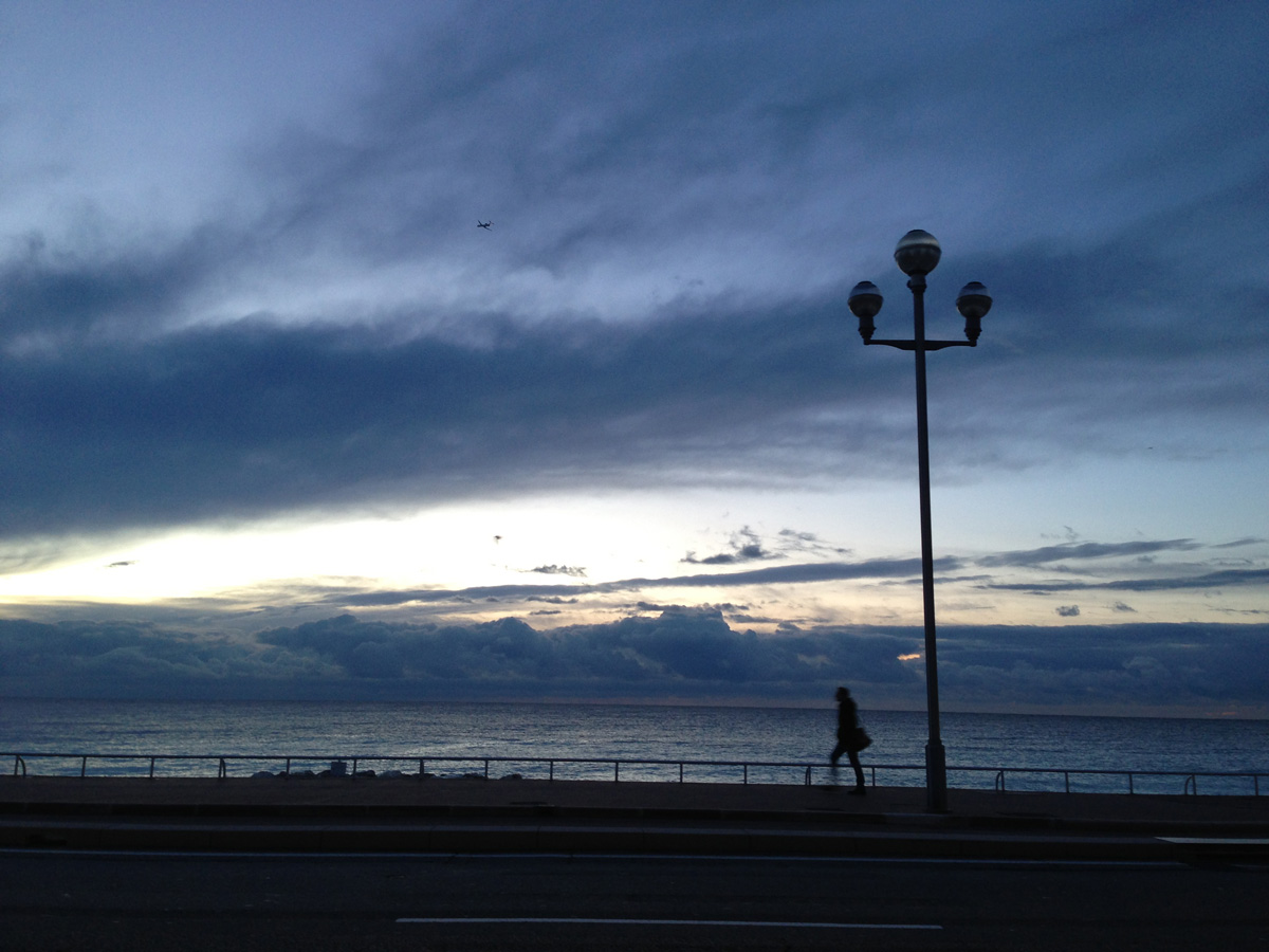 Promenade des Anglais, tôt le matin, Nice, 02 2013. Ph. Moctar KANE.