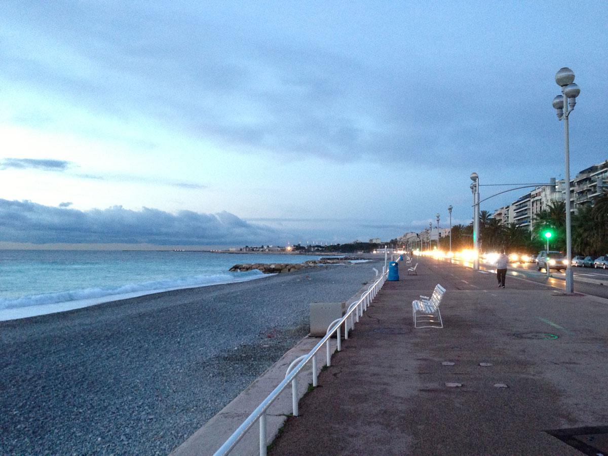 Promenade des Anglais, le matin, Nice, 02 2013. Ph. Moctar KANE.