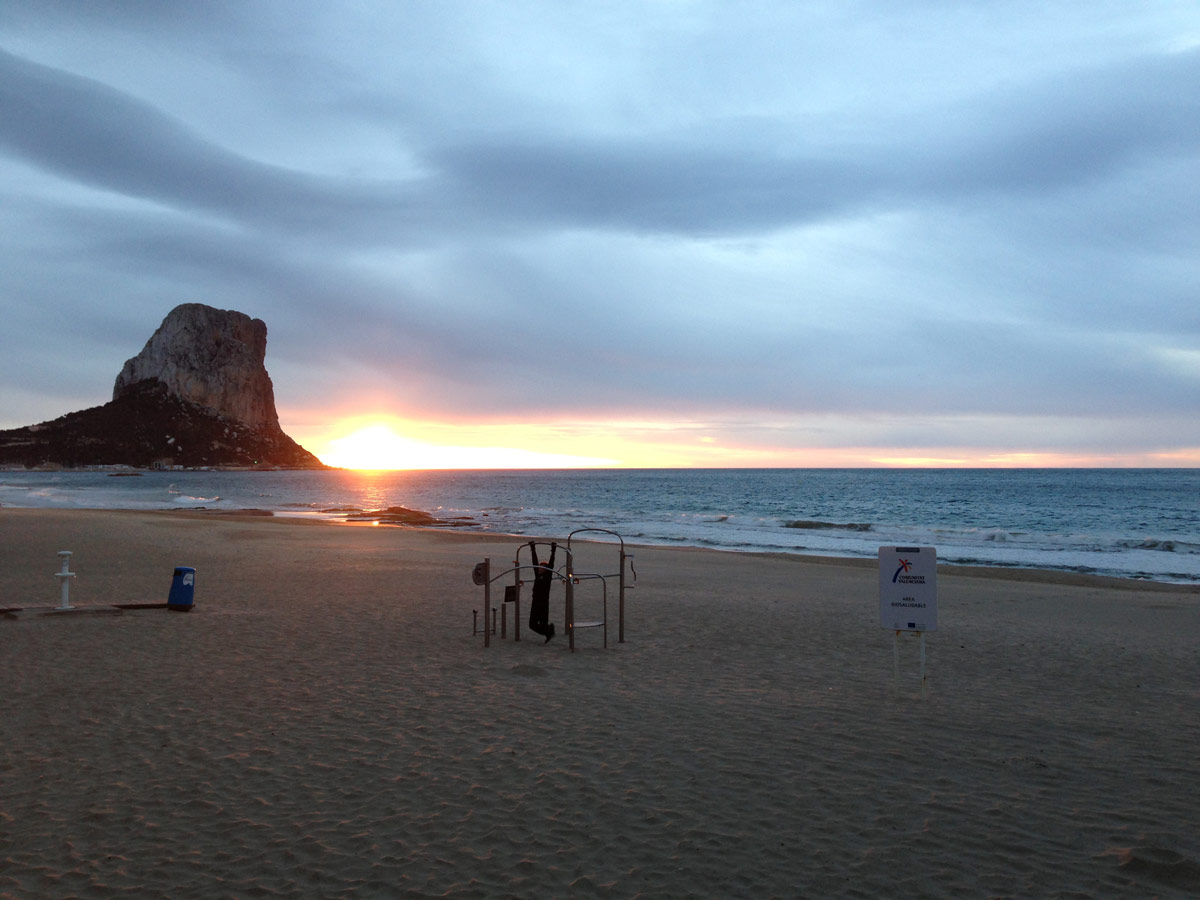 La plage de Calp, dans la province d'Alicante, Espagne, janvier 2013. Ph. Moctar KANE.