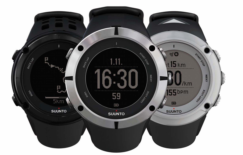 Les trois versions de la montre GPS Suunto Ambit2, le modèle en noir, le modèle en verre saphir et le modèle argent.