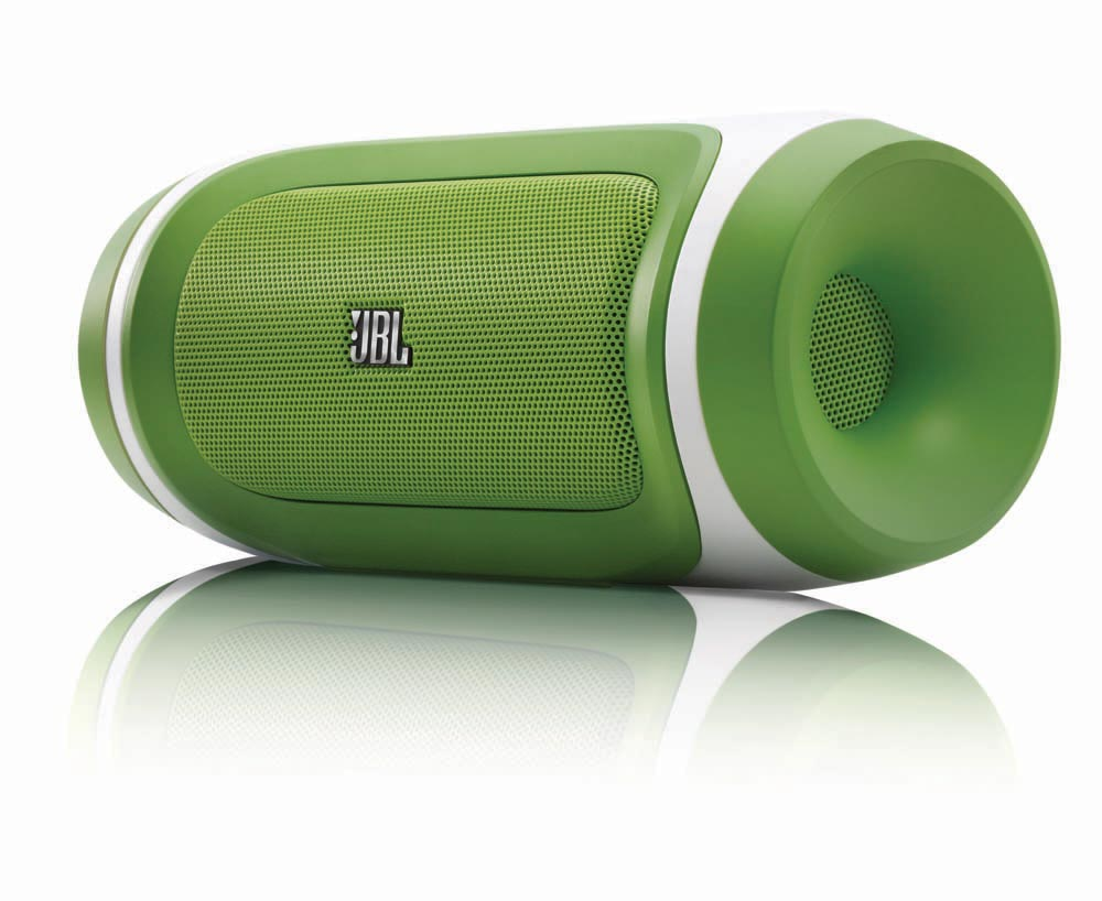 L'enceinte Bluetooth et chargeur JBL Charge en version vert