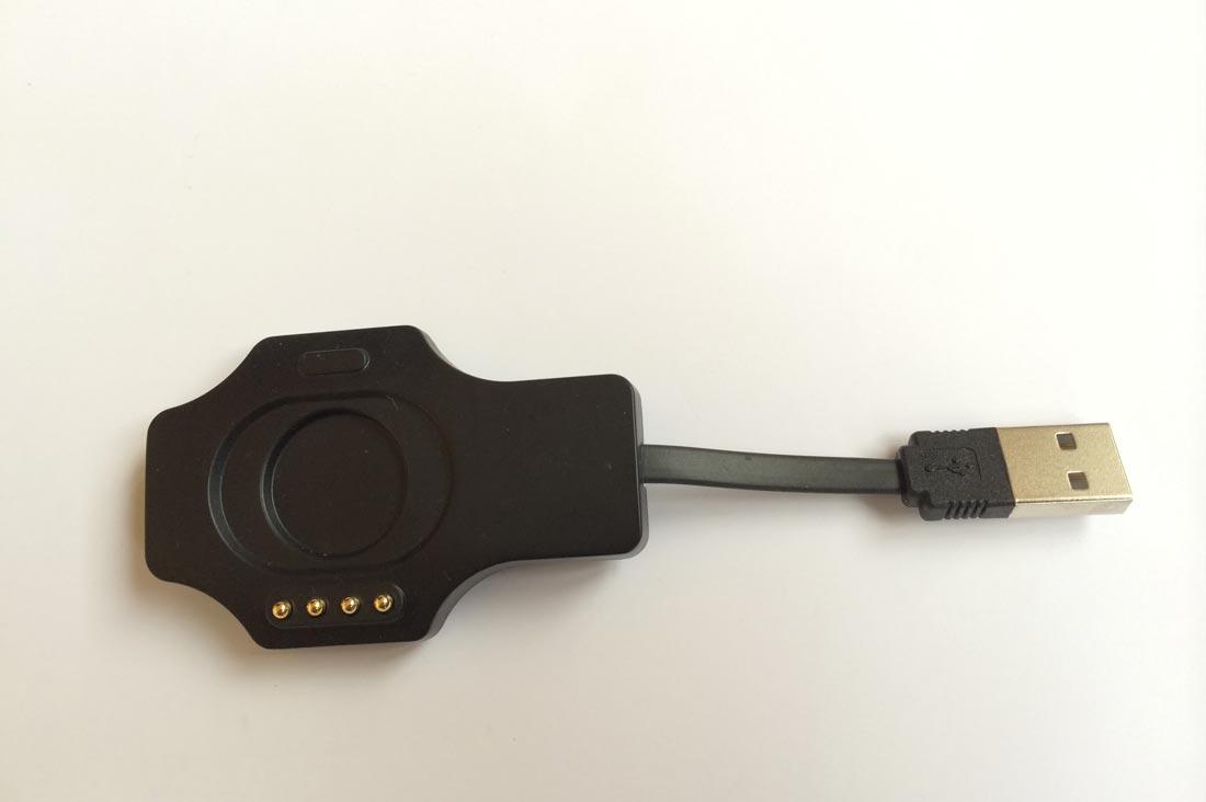 L'adaptateur USB pour recharger la montre Mio Alpha. Ph. Moctar KANE.