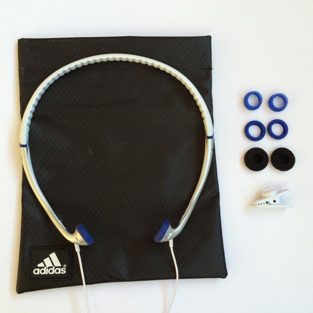 Le casque de sport Sennheiser Adidas PX 685i : avec embouts, pince et housse. Ph. Moctar KANE.