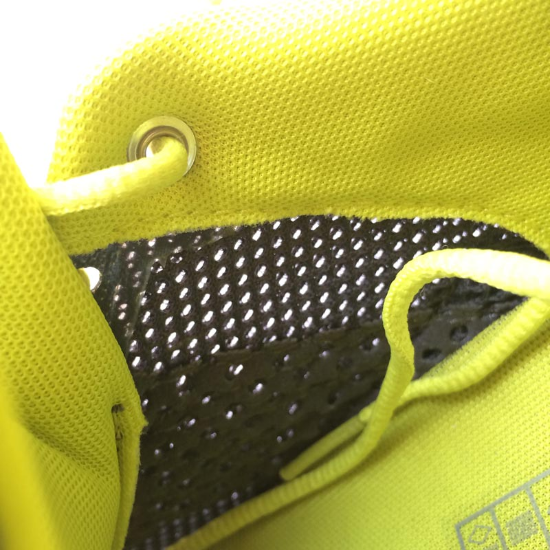 Les chaussures de running On Cloudsurfer : détail sur la tige en mesh. Ph. Moctar KANE.