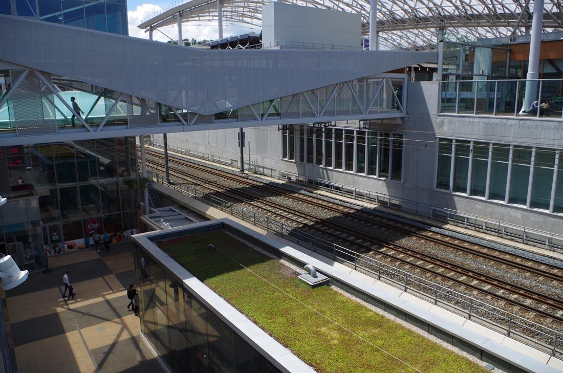 Test terrain Pentax K-50 : le centre commercial Confluence, traversé par une voie ferrée, quartier La Confluence, Lyon 2014, Ph. Moctar KANE.
