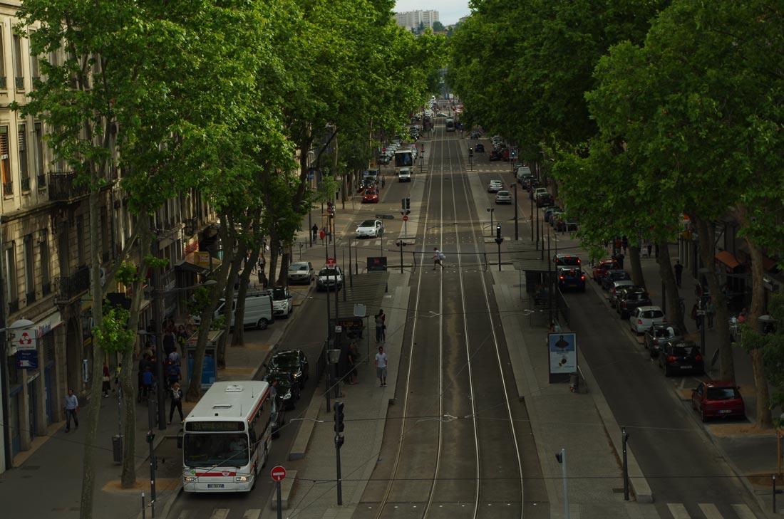 Test terrain Pentax K-50 : vu de la gare Perrache, le cours Charlemagne qui traverse le quartier La Confluence, Lyon, 2014, Ph. Moctar KANE.