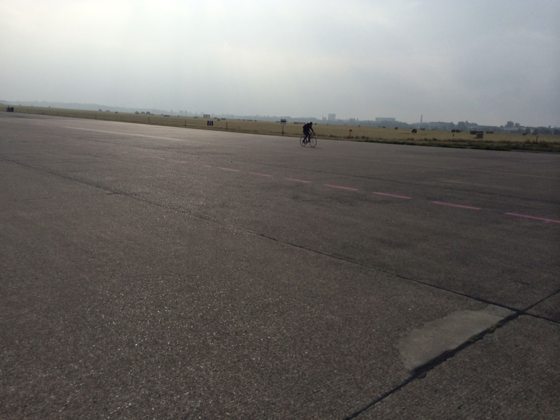 Sur l'une des pistes de Tempelhofer Park, ancien aéroport, Berlin 2014, Ph. Moctar KANE.