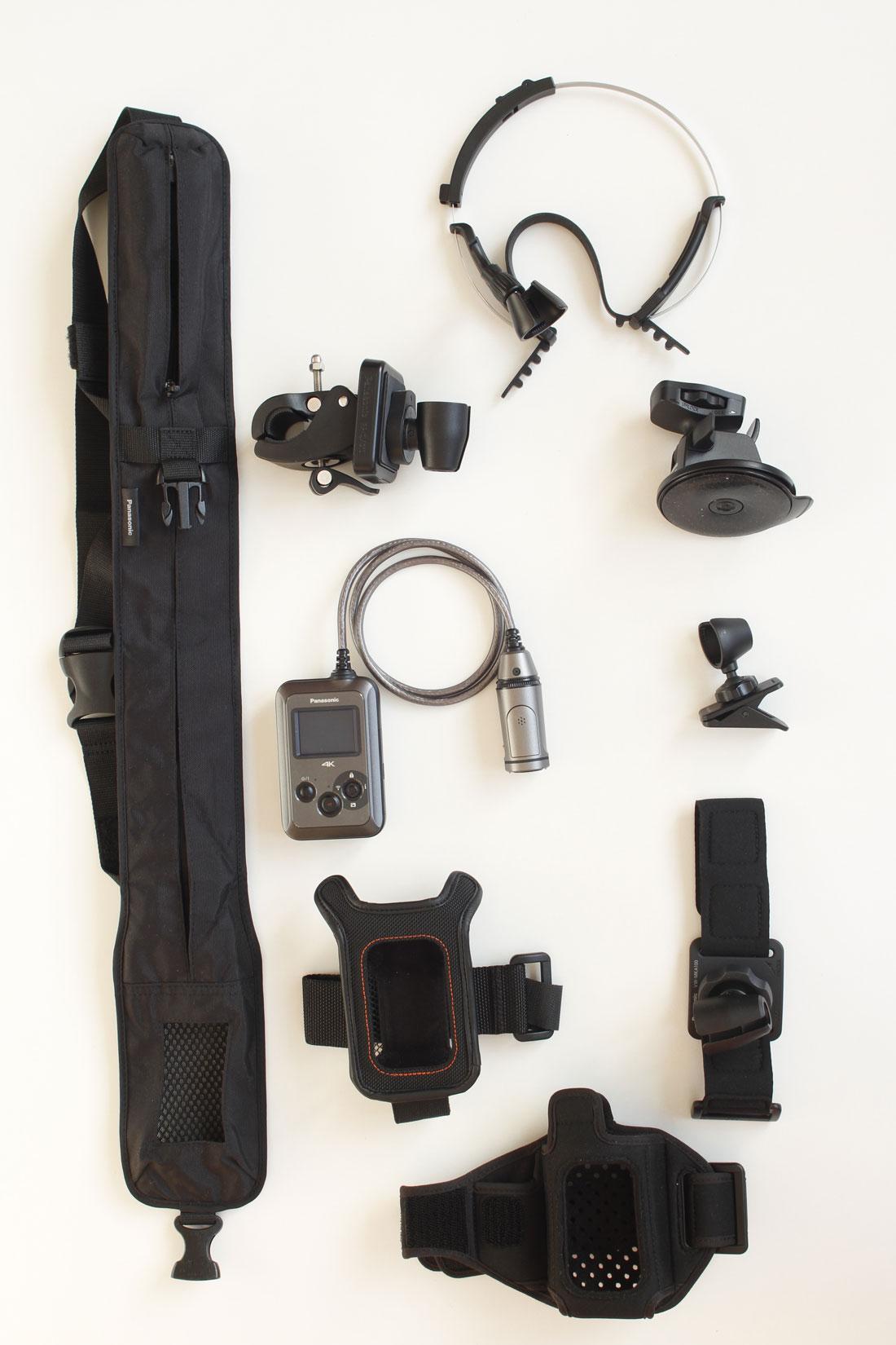 L'action cam Panasonic HX-A500 au milieu de ses accessoires, 12 2014. Ph. Moctar KANE.