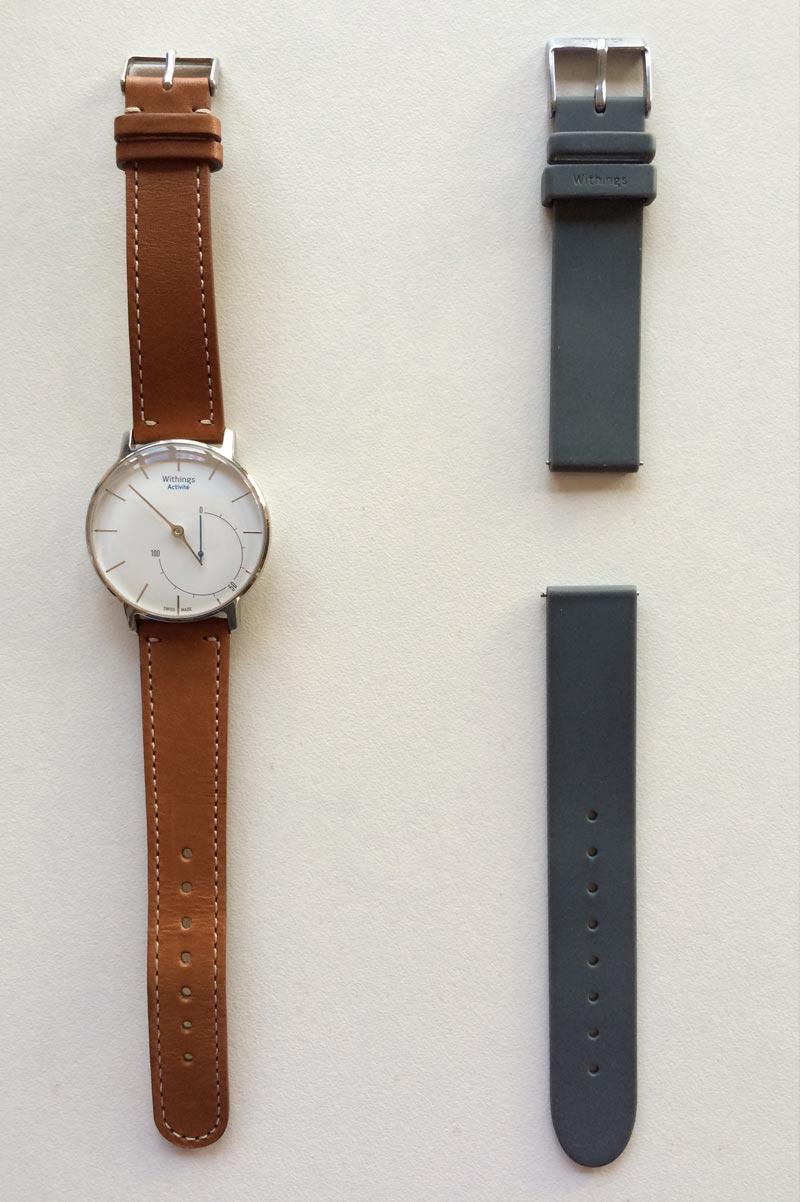 La montre capteur Withings Activité avec son bracelet supplémentaire en silicone, 2015 Ph. Moctar KANE.