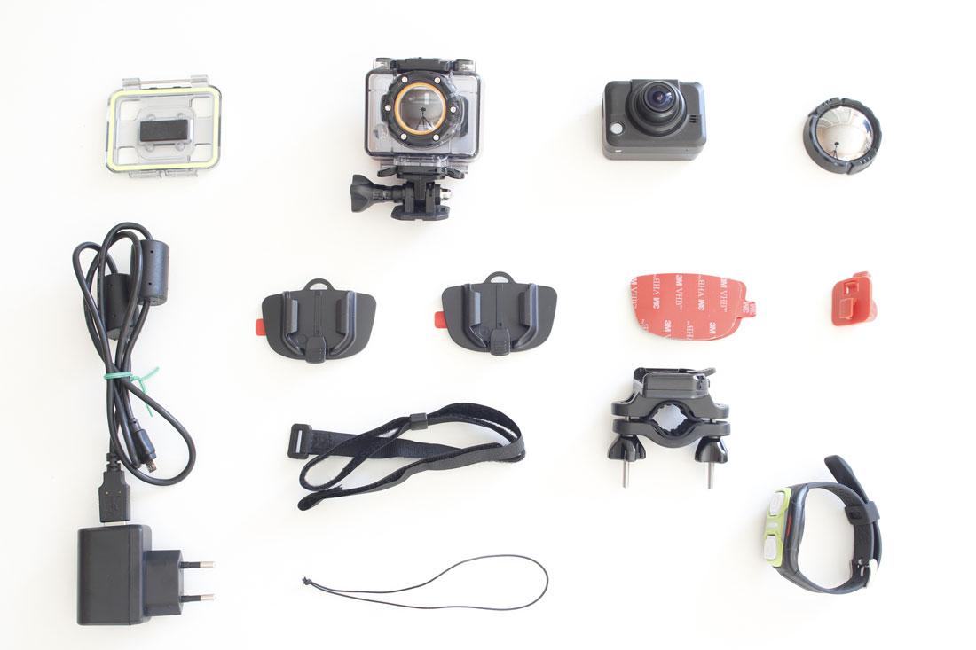 Les accessoires fournis avec l'action cam Medion Life S47018, 2015, Ph. Moctar KANE.