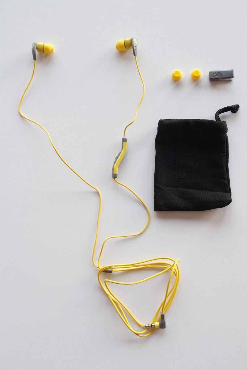Écouteurs intras de sport Skullcandy Method et ses accessoires, 2015, Ph. Moctar KANE.