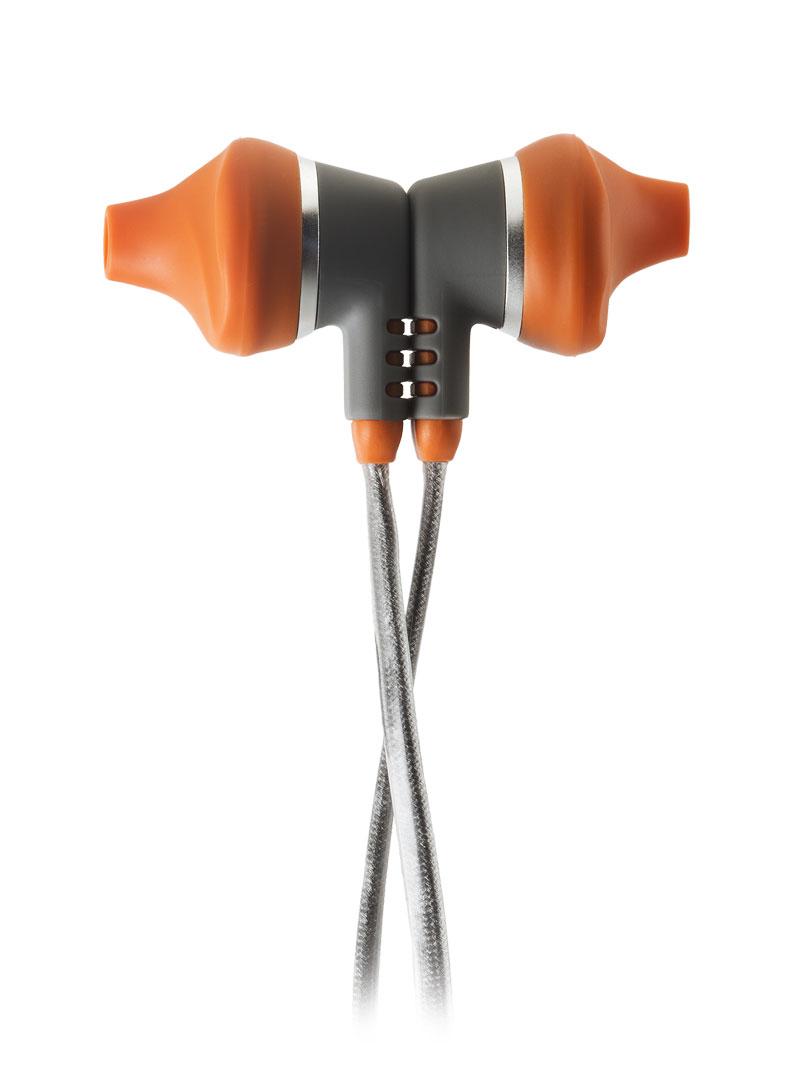 Les écouteurs intra de sport JBL yurbuds Venture Talk fixés l'un à l'autre.