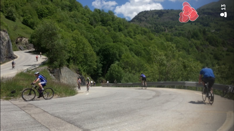 Capture d'écran de la diffusion vidéo live de l'appli Periscope au milieu de la montée vers l'Alpe d'Huez.