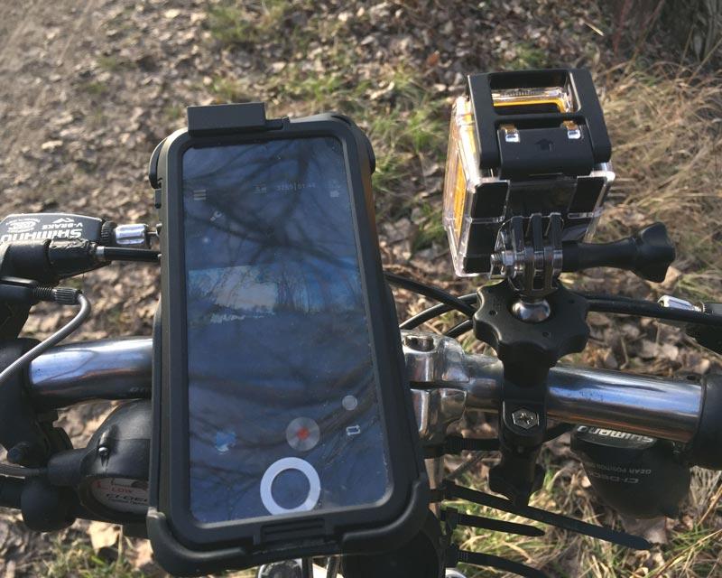 L'action cam Kodak Pixpro SP360 fixée sur un vélo et commandée via l'appli, 2015, Ph. Moctar KANE.