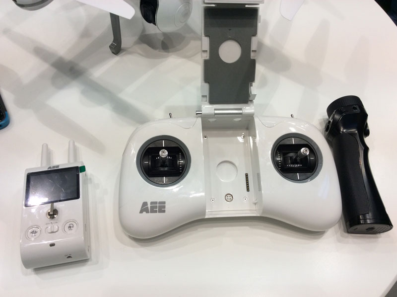 Photokina 2016 : le drone AEE Condor Elite avec sa mini manette amovible, Cologne 09 2016, Ph. Moctar KANE.