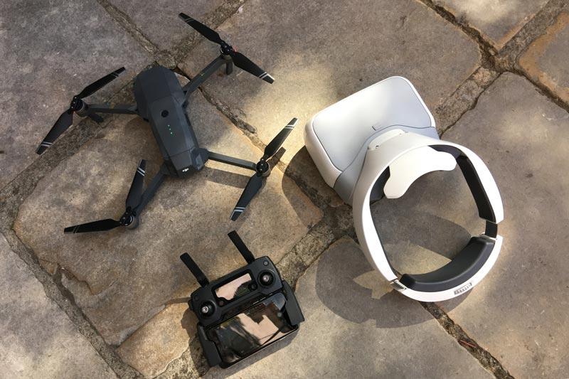 Le drone pliable DJI Mavic Pro avec sa télécommande et le casque FPV de la marque, 10 2016, Ph. Moctar KANE.