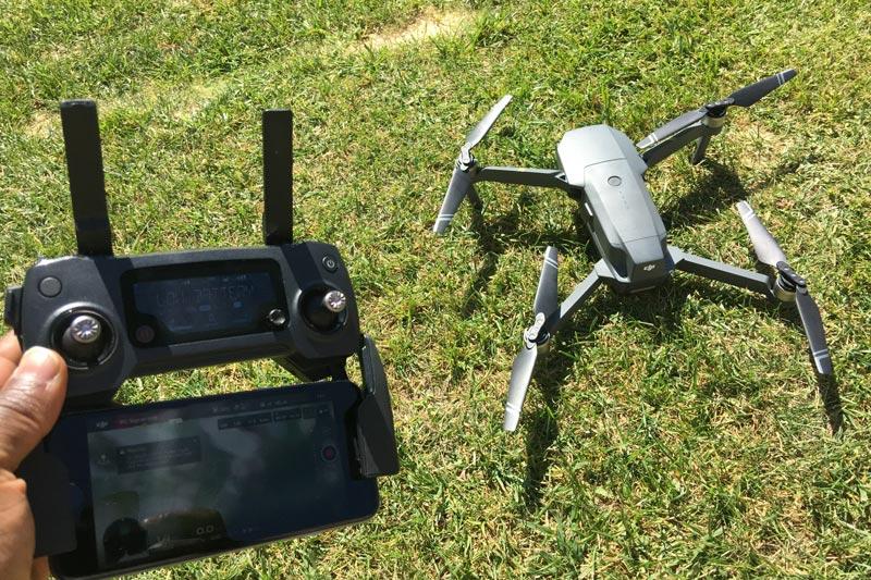 Le drone pliable DJI Mavic Pro avec sa télécommande, 10 2016, Ph. Moctar KANE.