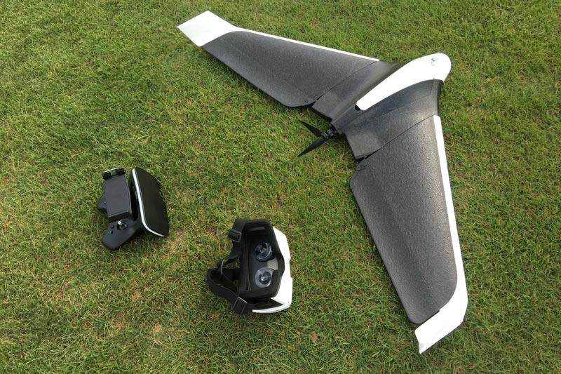L'aile volante Parrot Disco avec le Skycontroller 2 et le casque FPV Cockpitglasses, 09 2016, Ph. Moctar KANE.