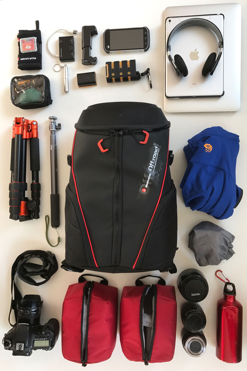 Sac à dos photo/vidéo Manfrotto Offroad Stunt Backpack et son contenu possible, 2016, Ph. Moctar KANE.