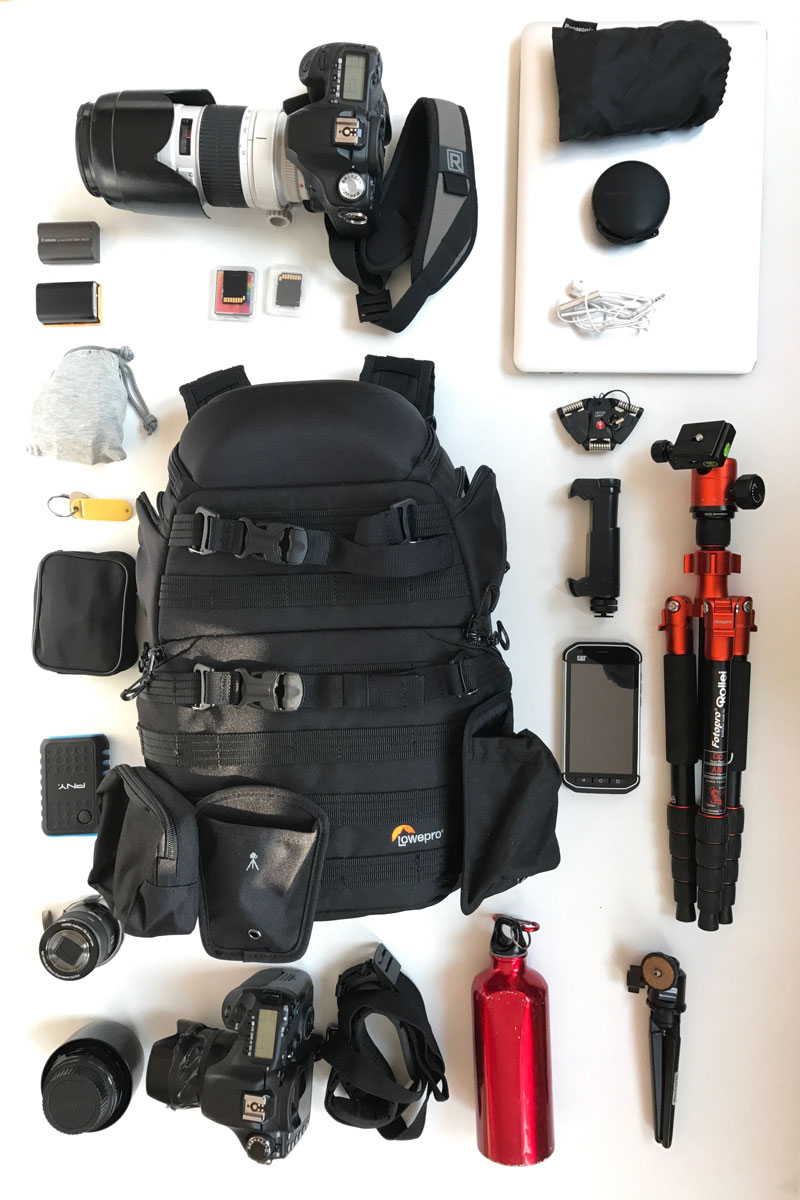 Le sac à dos photo Lowepro ProTactic 350 AW et son contenu possible, 2017, Ph. Moctar KANE.