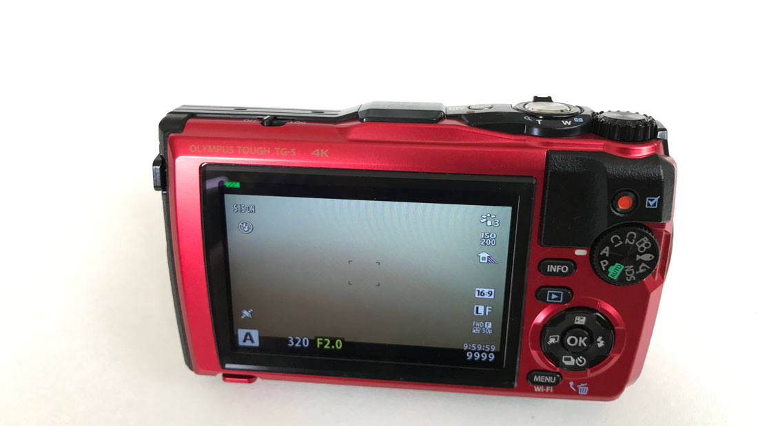 L'appareil photo numérique waterproof et anti-choc Olympus Tough TG-5, 2017, Ph. Moctar KANE.