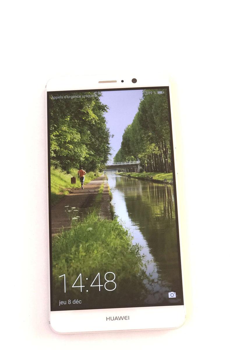 Le smartphone Huawei Mate 9, 2016, Ph. Moctar KANE.