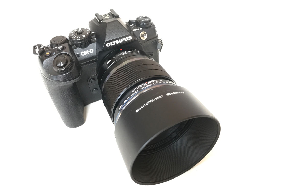L'appareil photo numérique hybride Olympus OM-D E-M1 Mark II, 2017 Ph. Moctar KANE.