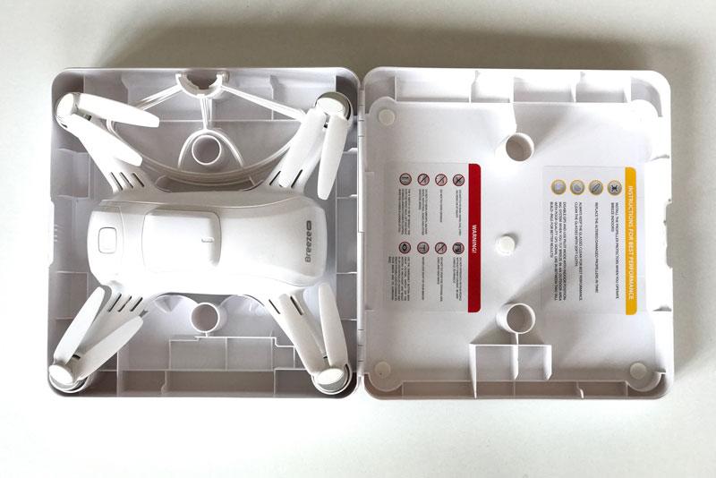 Le drone Yuneec Breeze 4K, dans sa boîte d'origine, 2017, Ph. Moctar KANE.