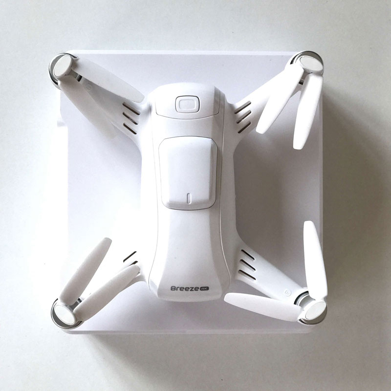 Le drone Yuneec Breeze 4K, sur sa boîte d'origine, 2017, Ph. Moctar KANE.
