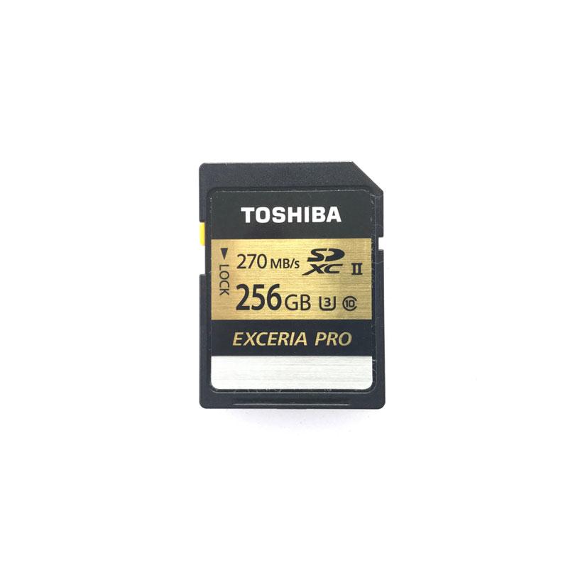 La carte TOSHIBA Exceria Pro 256 Go SD XC II, 2017, Ph. Moctar KANE.