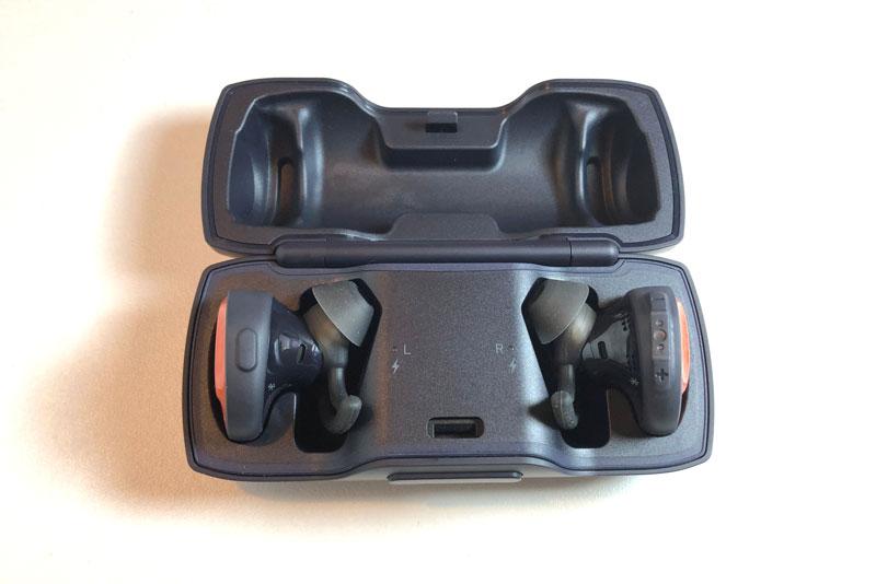 Les écouteurs de sport véritablement sans fil Bose SoundSport Free, dans le boîtier de recharge, 2018 Ph. Moctar KANE.