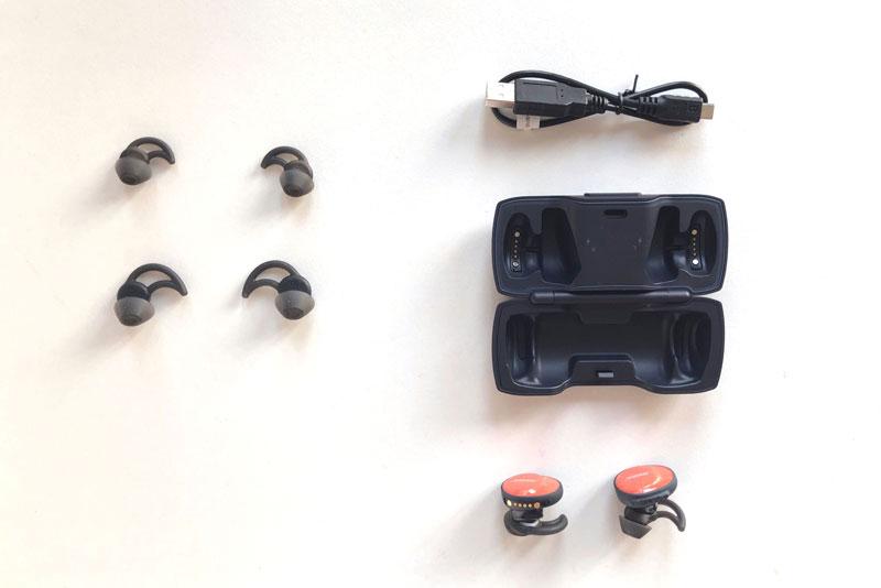Les écouteurs de sport sans fil Bose SoundSport Free et ses divers accessoires, 2018 Ph. Moctar KANE.