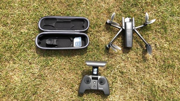 Drone pliable et 4K Parrot ANAFI, sa télécommande et sa coque de transport 07 2018, Ph. Moctar KANE.
