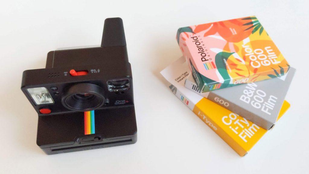 L'appareil photo instantanée Polaroid Originals One Step+ et ses packs de papiers, 2018, Ph. Moctar KANE.