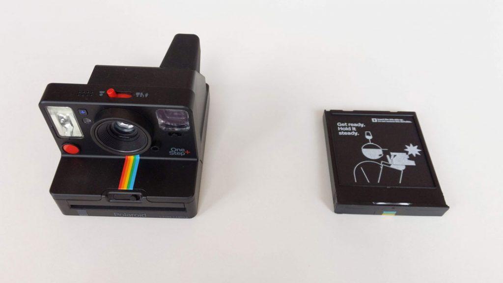 L'appareil photo instantanée Polaroid Originals One Step+ et son pack de papiers, 2018, Ph. Moctar KANE.