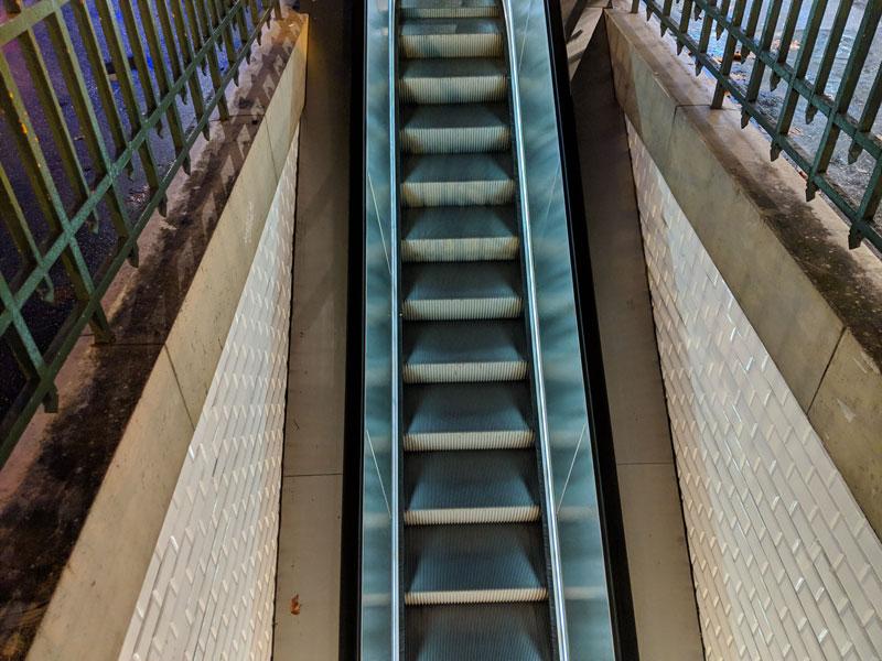 Escalator, pris avec Google Pixel 3 XL, Paris 2018, Ph. Moctar KANE.