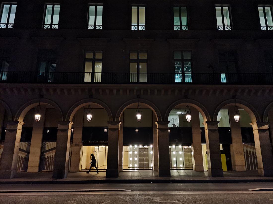 Rue de Paris, photographiée avec le smartphone Huawei nova 5T, 2019, Ph. Moctar KANE.
