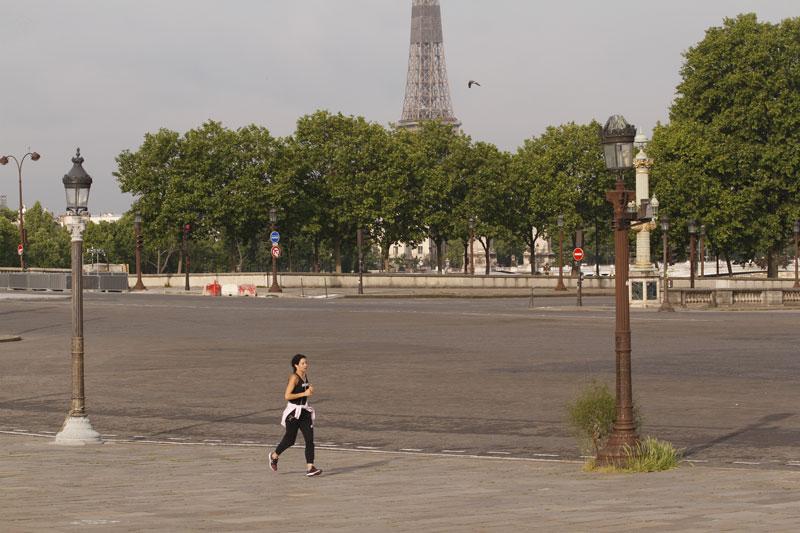 Course à pied, Place Concorde, pendant le confinement, Paris, 05 2020, Ph. Moctar KANE.