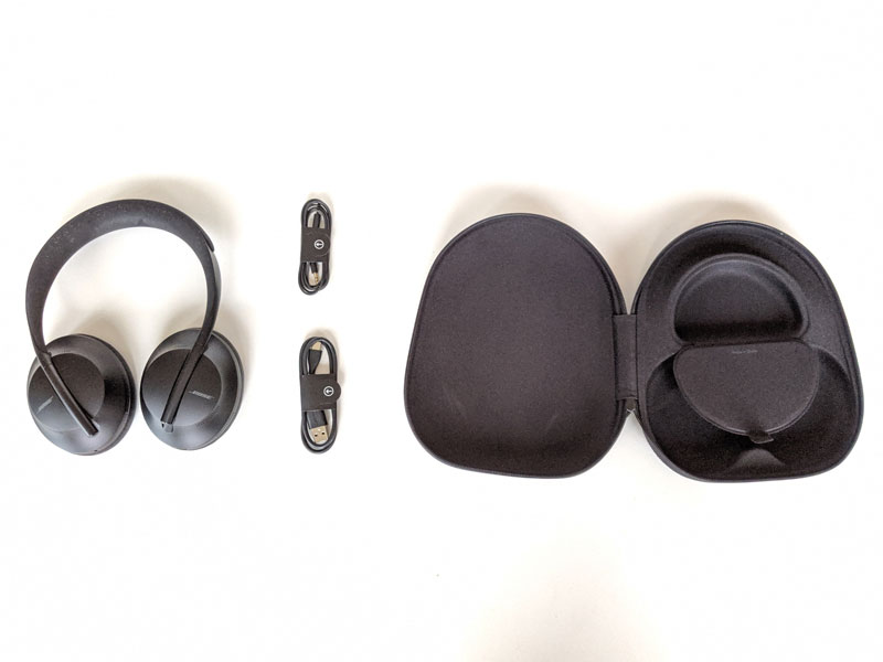 Casque Bose Headphones 700 et ses accessoires, 2019, Ph. Moctar KANE.