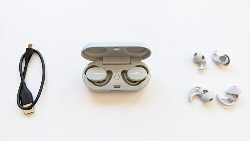 Écouteurs intras de sport sans fil Bose Sport Earbuds et leurs accessoires, 2021, Ph. Moctar KANE.