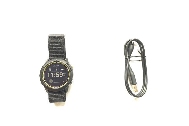 Montre outdoor GPS Garmin Enduro et son câble USB, 2021, Ph. Moctar KANE.